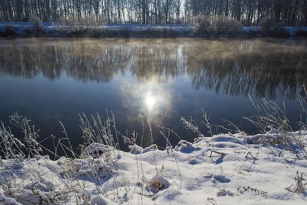 Rivière en hiver l'eau danube dim. brouillard miroir neige Photo gratuit
