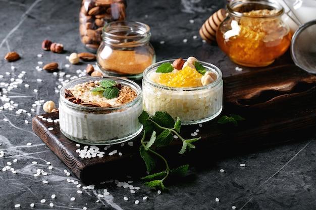 Riz au lait au miel et à la cannelle Photo Premium
