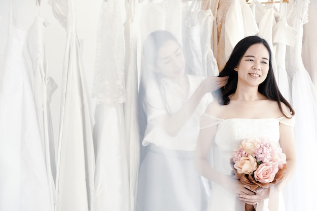 Robes de demoiselle d'honneur sont disponibles dans de nombreux styles. Photo Premium