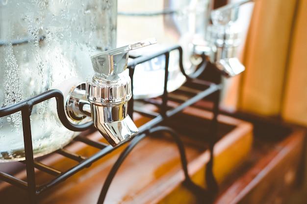 Robinet d'eau potable, gros plan Photo Premium