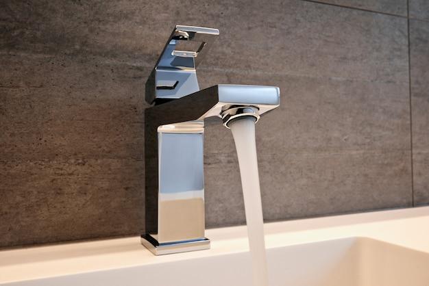 Robinet, évier et comptoir très haut de gamme Photo Premium