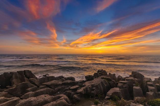 Roches De Crêpes Du Grand Canyon Punakaiki, West Coast, South Island, Nouvelle-zélande Photo Premium
