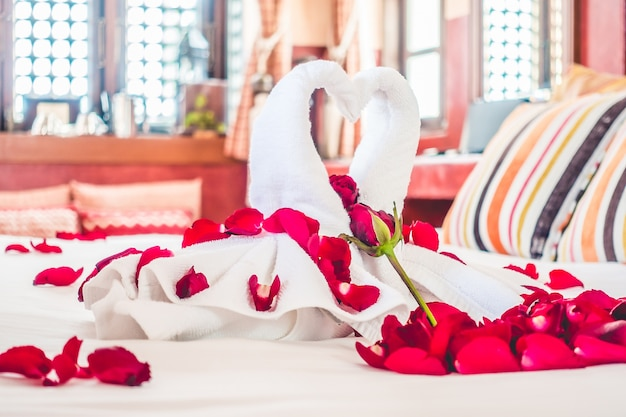 Rose literie voyage décoration serviette Photo gratuit