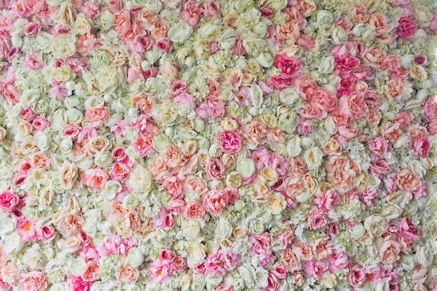 Les roses roses, les hortensias et les pivoines se sont jointes côte à côte Photo gratuit