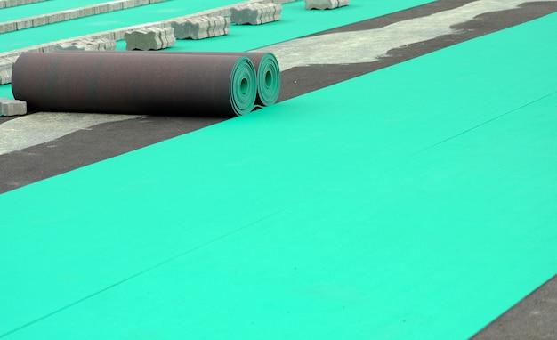 Rouleau articulaire de sol vert. revêtements de sol pour les stades. Photo Premium