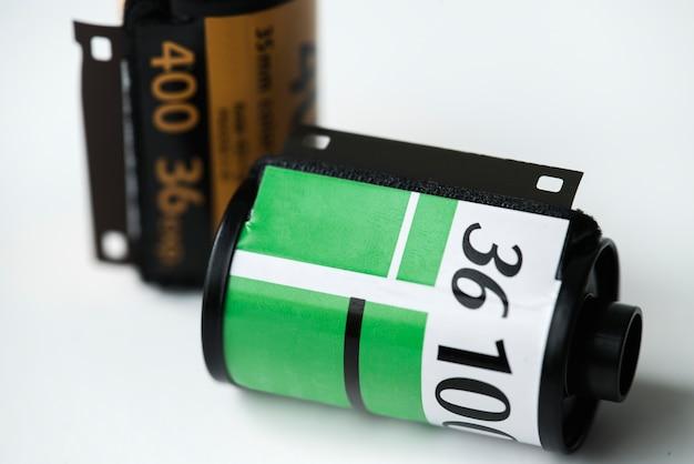 Rouleau de film isolé sur fond blanc Photo gratuit