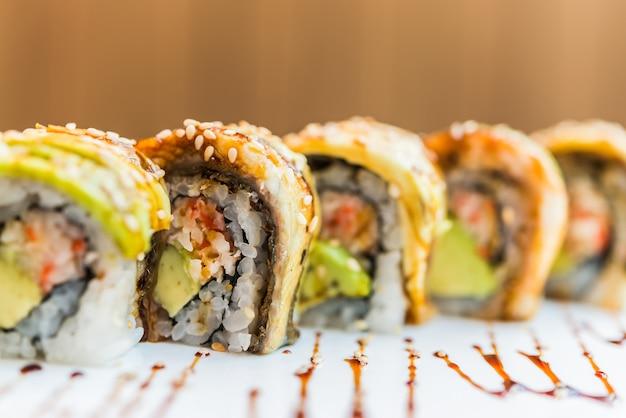 Rouleau de sushi poisson anguille Photo gratuit