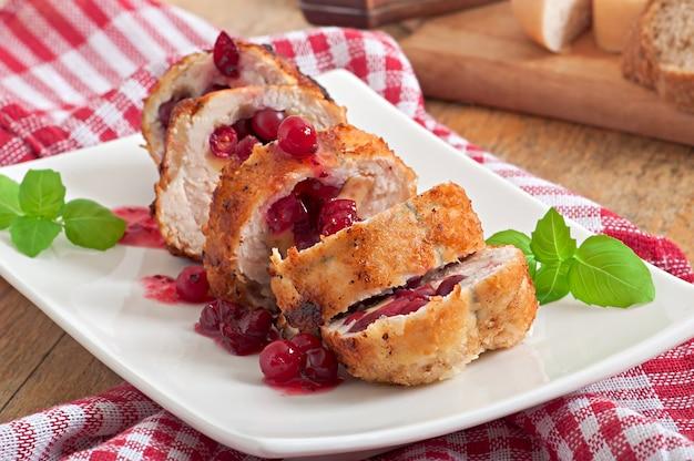 Rouleaux De Poulet Aux Canneberges, Fromage Et Miel Photo gratuit