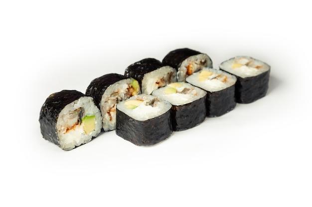 Rouleaux De Sushi à L'anguille Et à L'avocat Photo Premium