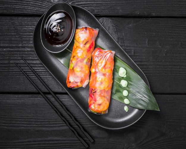 Rouleaux vietnamiens fourrés aux légumes Photo gratuit