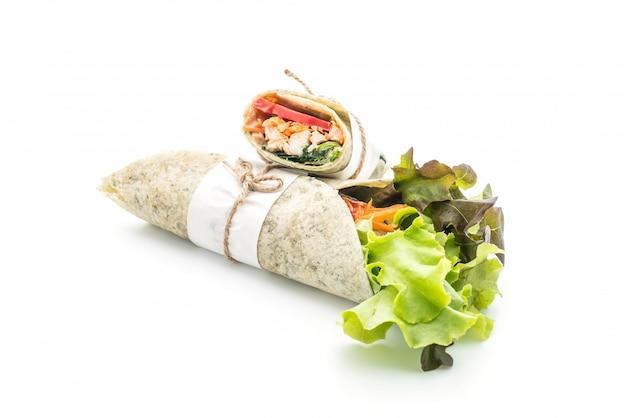 Rouler le rouleau de salade au poulet et aux épinards Photo Premium
