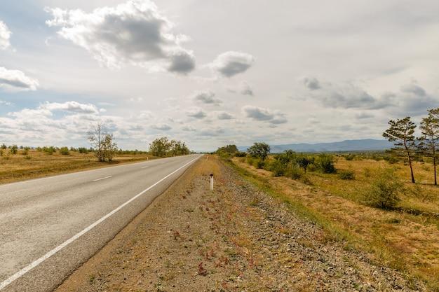 Route asphaltée oulan-oude - kyakhta Photo Premium