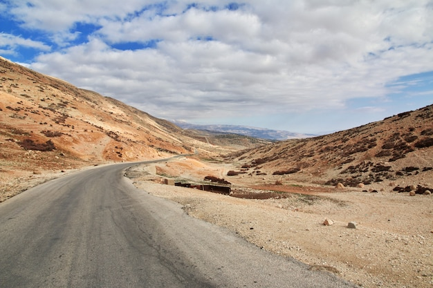 La Route Dans La Vallée De La Bekaa Au Liban Photo Premium