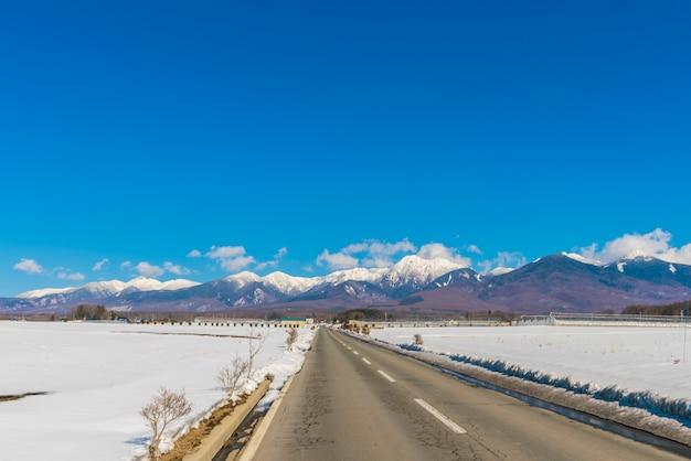 Route à la montagne d'hiver (japon) Photo gratuit