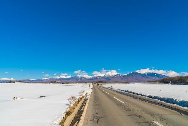 Route à la montagne en hiver (japon) Photo gratuit