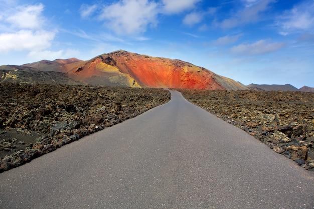 Route de montagnes de feu de lanzarote timanfaya Photo Premium
