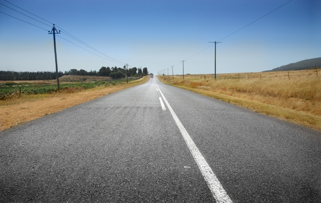 Route solitaire et le ciel Photo Premium