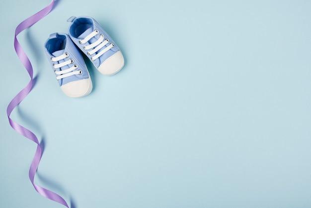 Ruban Bleu Et Chaussures Espace De Copie Photo gratuit