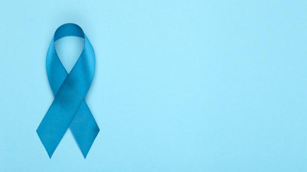 Ruban Bleu Sur Fond. Mois De Sensibilisation Au Cancer De La Prostate. Ruban Bleu Symbole Du Mois Mondial Du Cancer De La Prostate Et Concept De Soins De Santé. Espace Copie Photo Premium