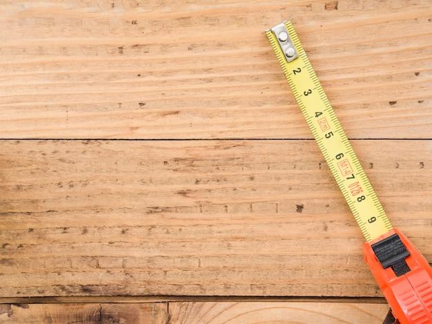 Ruban à mesurer sur le bureau Photo gratuit