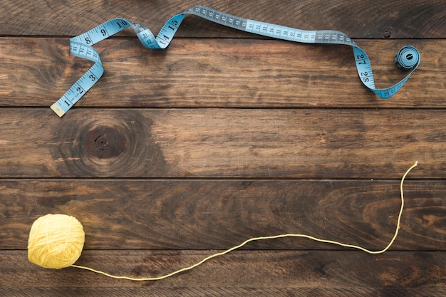 Ruban à mesurer et rouleau de fil Photo gratuit