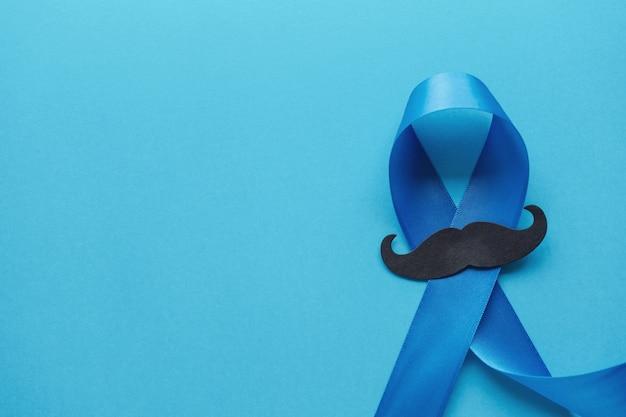 Rubans Bleu Clair Avec Moustache Sur Fond Bleu Photo Premium