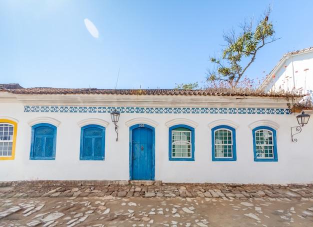 Rue Et Vieilles Maisons Coloniales Portugaises Du Centre-ville Historique De Paraty, état De Rio De Janeiro Photo Premium