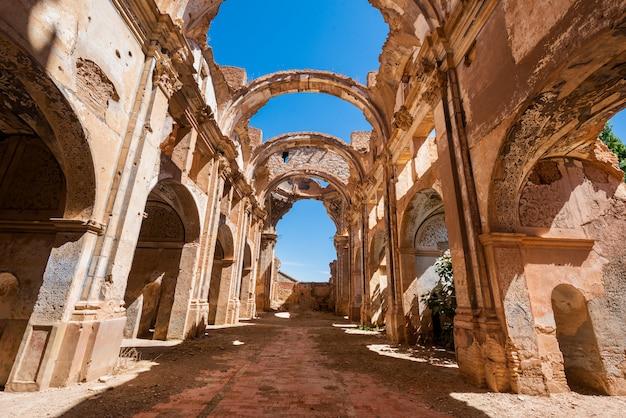 Ruines de belchite, en espagne, ville d'aragon complètement détruite pendant la guerre civile espagnole. Photo Premium