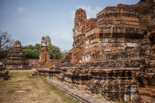 Les ruines du temple d'ayutthaya Photo Premium