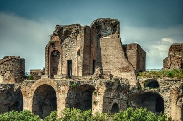Ruines D'un Palais Photo gratuit