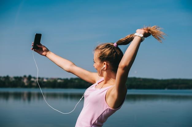 Running girl sur la plage Photo Premium