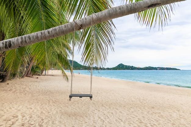 Sable Blanc à Lamai Beach, Koh Samui, Thaïlande. Après Que Covid N'ait Pas Eu De Touristes, La Mer S'est Complètement Rétablie, équilibre De La Nature Photo Premium
