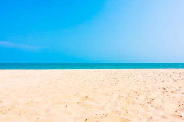 Sable sur la plage Photo gratuit