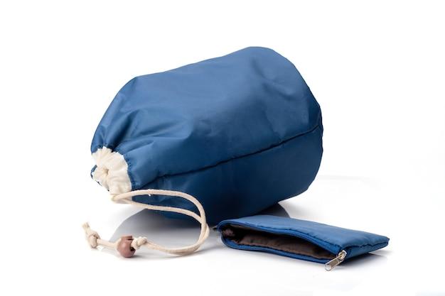 Sac Cosmétique Bleu Isolé Sur Fond Blanc Photo Premium