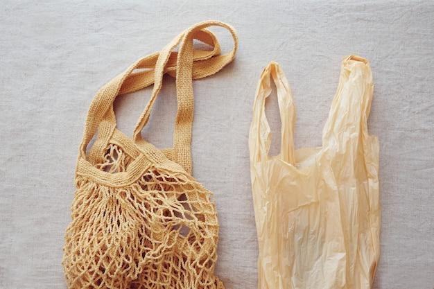 Sac à provisions en coton et sac en plastique réutilisables, concept sans déchets ni déchets en plastique Photo Premium