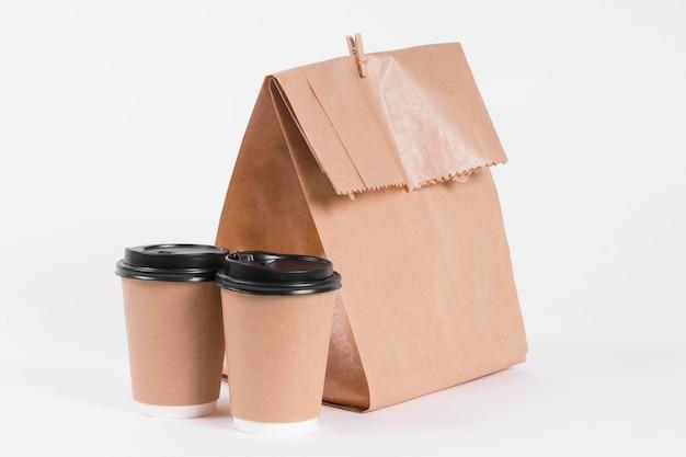 Sac à Provisions En Papier Et Café à Emporter Tasses Vue De Face Photo gratuit