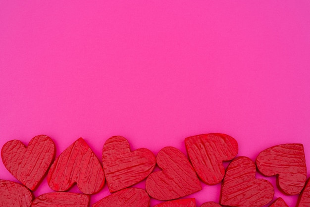 Saint valentin carte postale coeurs rouges. Photo Premium