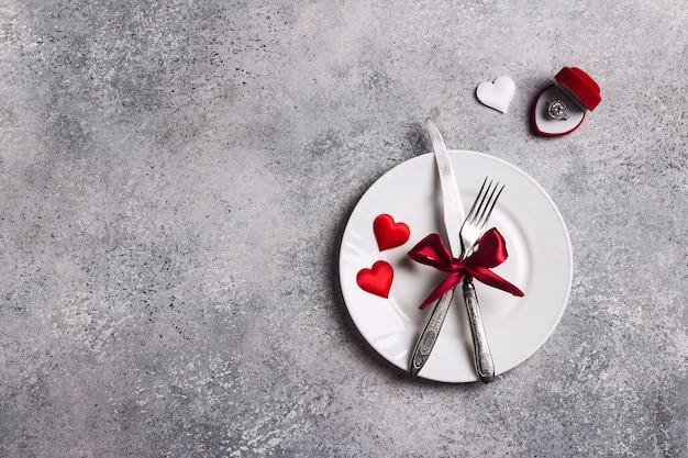 Saint valentin dîner de table romantique mariage m'épouser bague de fiançailles de mariage en boîte Photo gratuit
