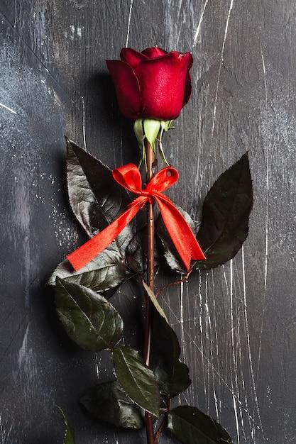 Saint valentin fête des mères fête des mères rose rouge surprise Photo gratuit