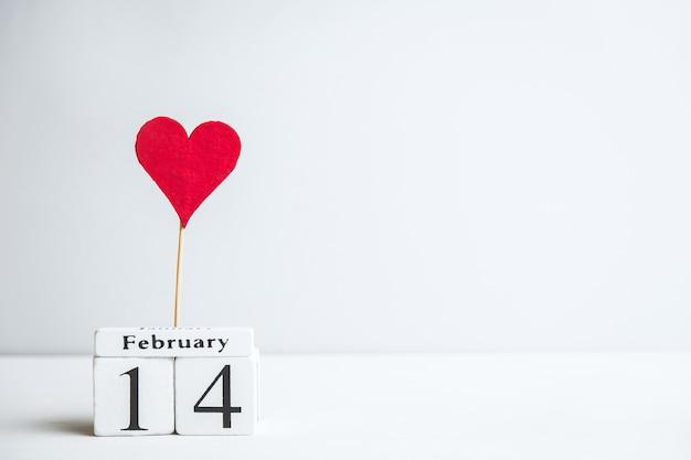 Saint-valentin Le Quatorzième Février Avec Coeur Et Espace Copie. Photo Premium