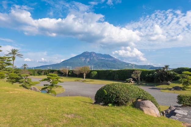 Sakurajima fond de mer, ciel bleu et ciel, kagoshima Photo Premium