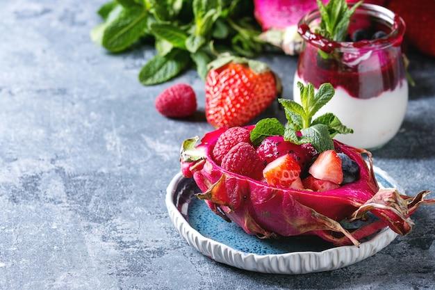 Salade au fruit du dragon Photo Premium