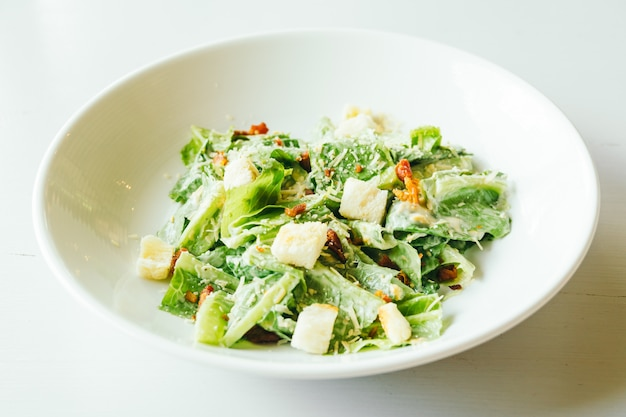 Salade césar grillée Photo gratuit