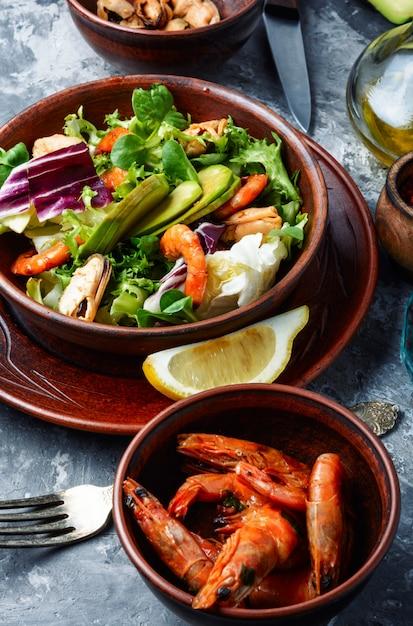 Salade De Crevettes Saine Photo Premium