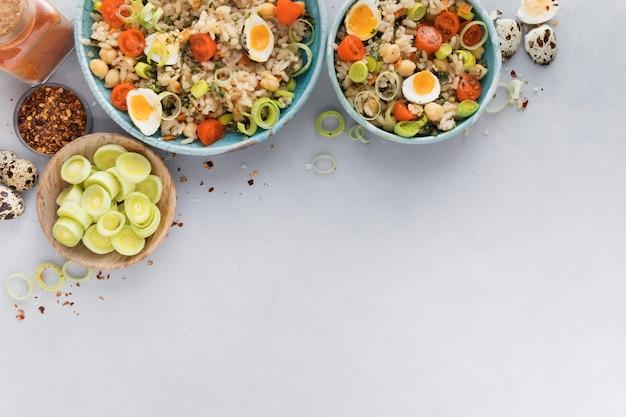 Salade D'été Avec Des œufs Et Des Légumes Copy Space Photo gratuit