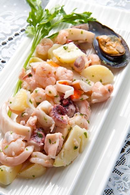 Salade de fruit de mer Photo Premium