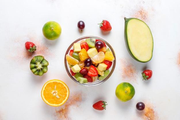 Salade De Fruits Frais Et De Baies, Alimentation Saine. Photo gratuit