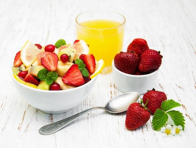 Salade de fruits frais Photo Premium