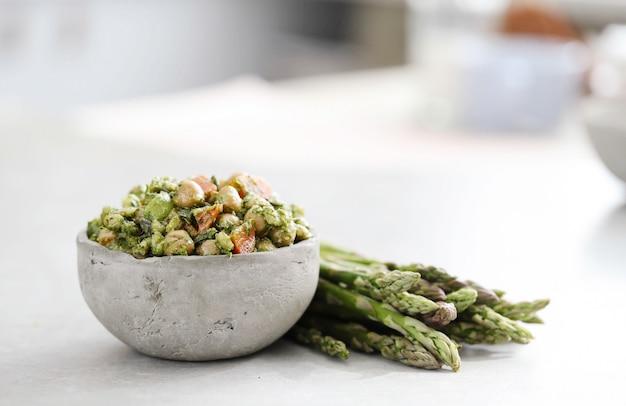 Salade De Pois Chiches Et Avocat Photo gratuit