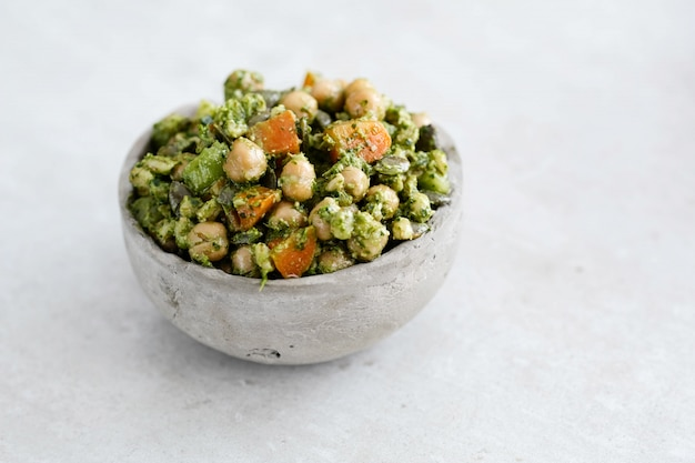 Salade De Pois Chiches Et Avocat Photo gratuit